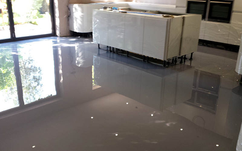 Poured resin. Gloss.